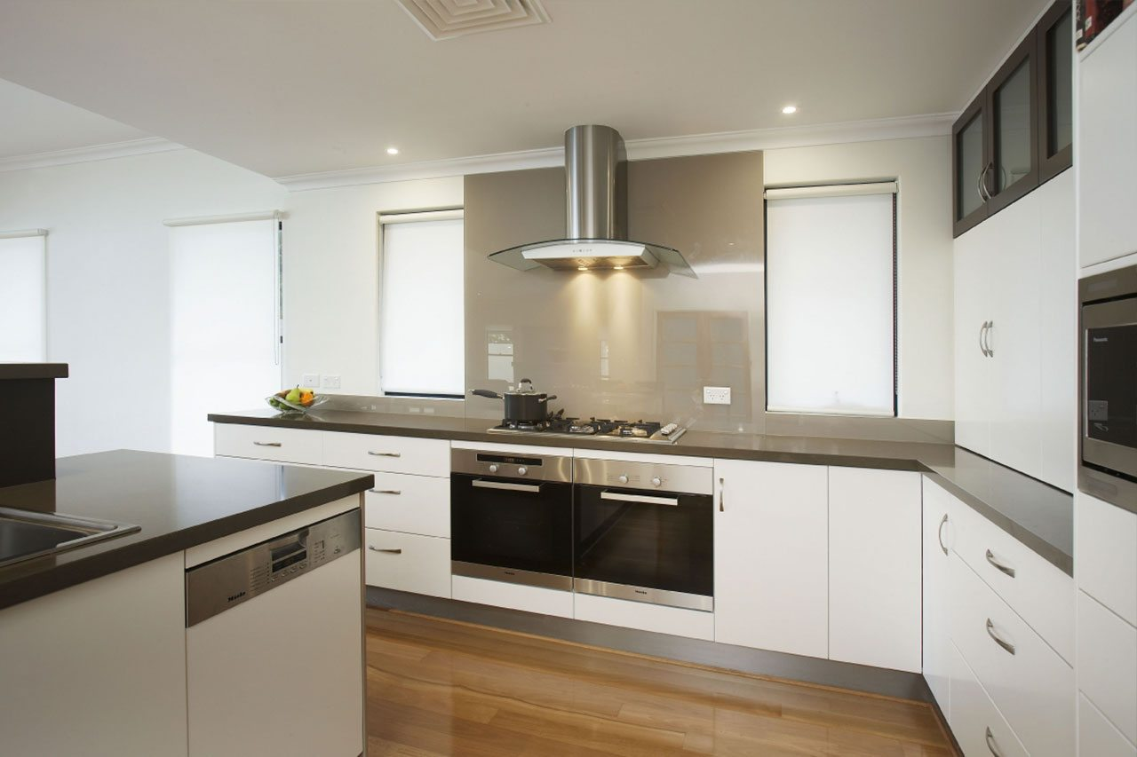 Kitchen gallery wa glasskote for Gallery kitchens kitchen design