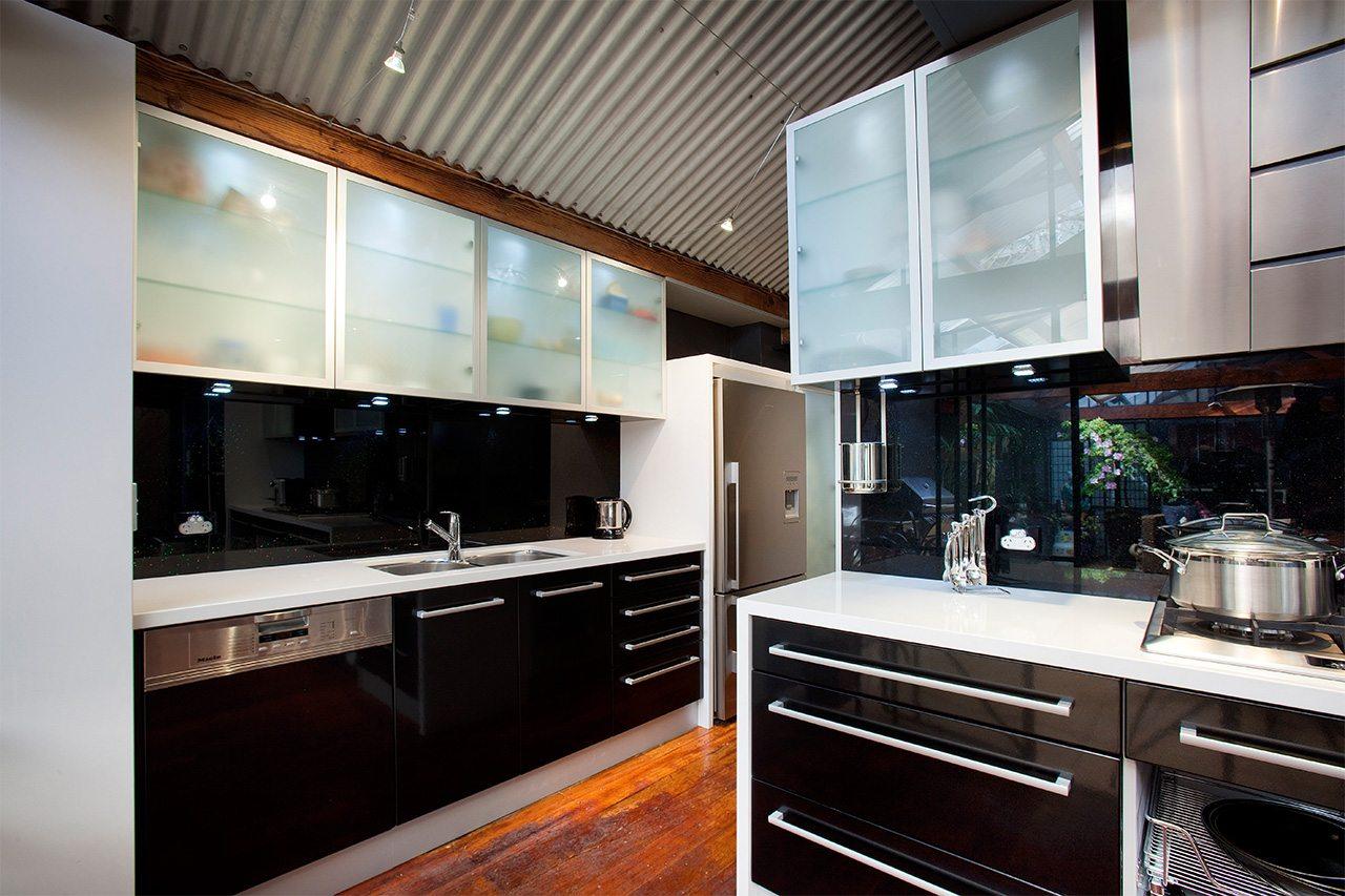 Glass splashbacks wa glasskote living colours for glass for Kitchen designs perth wa